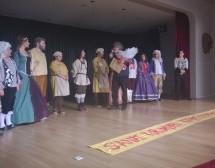 Baraka Tiyatro Ekibi'nin 'Cimri'nin Uşakları' isimli oyunu 3. Uluslararası İzmir Tiyatro Festivali'nde sergilendi.