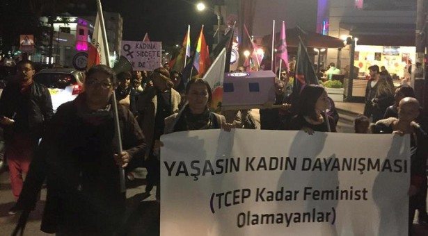 """""""TCEP KADAR FEMİNİST OLAMAYANLAR"""" PANKARTINI NEDEN AÇTIK"""