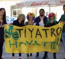 Baraka Tiyatro Ekibi Dünya Tiyatro Günü'nde Sokaktaydı