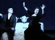 Çukur Kapatarak Çığır Açan Bir Tiyatro – Nazen Şansal