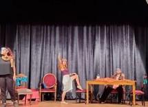 Baraka'dan Tiyatroların Kapalı Gece Kulüplerinin Açık Olmasına Oyunlu Protesto