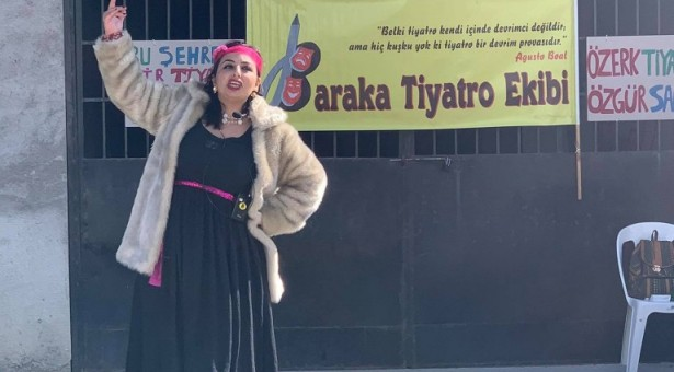 Dünya Tiyatro Günü Başkent Tiyatro Binası Önünde Kutlandı