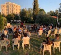 Baraka Tiyatro Ekibi Parkta Seyircisiyle Buluştu